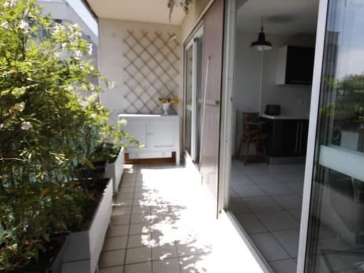 Belle chambre dans Duplex Cosy à Cergy Préfecture