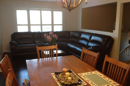 JERRYS COBOURG BEACH STAY - Cobourg - House