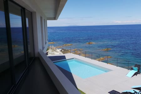 Superbe Villa pieds dans l'eau à Miomo - San-Martino-di-Lota