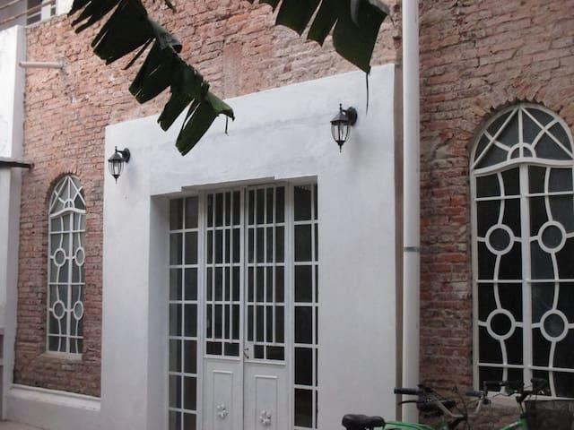 Las Tikis - Adrogué - Ev
