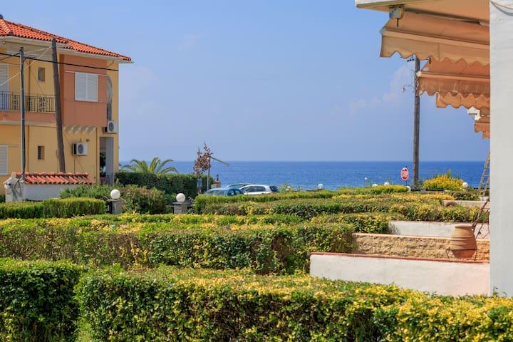 Xrysa's sea view house 2 on the sandy beach