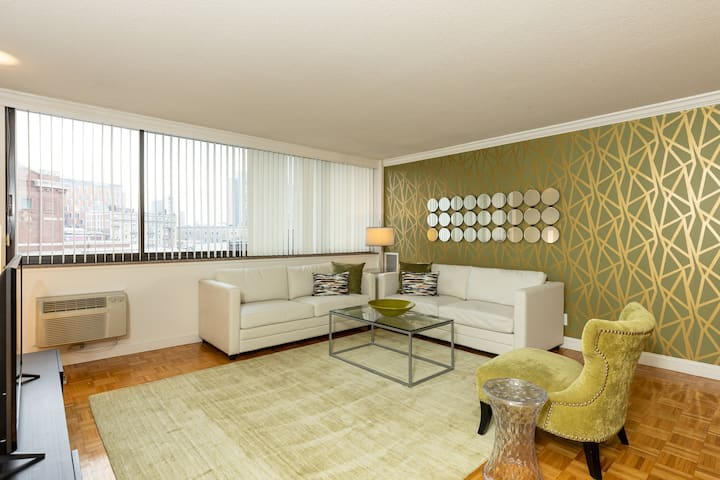 Beautiful 2 Bedroom with Views and Luxury Amenities