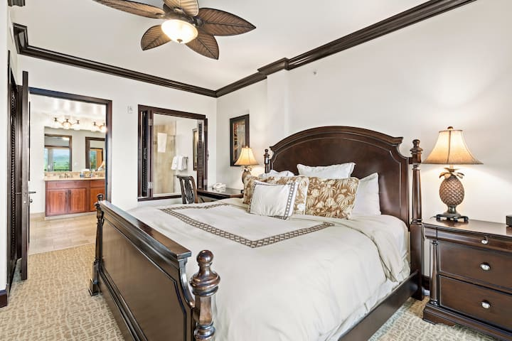 Master Suite #1 - Tommy Bahama Heavenly Cal King Bed, Luxury Bathroom, Glass Shower - Air Conditioned