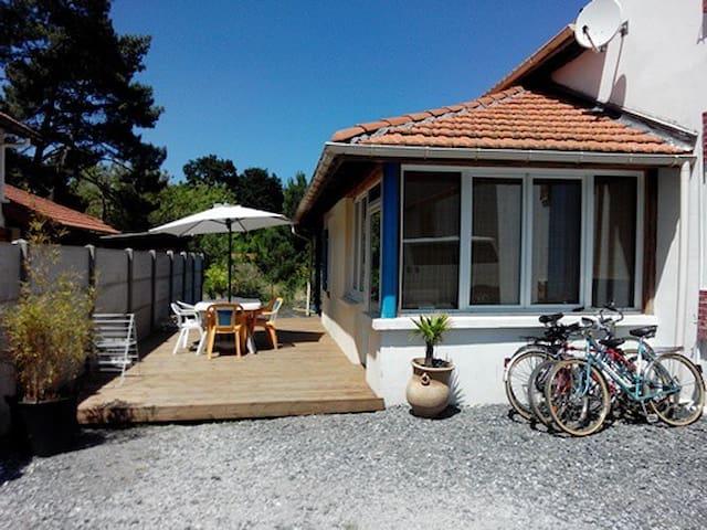 Maison 6 couchage 2km plage prêt vélo et surf - Mimizan - Hus