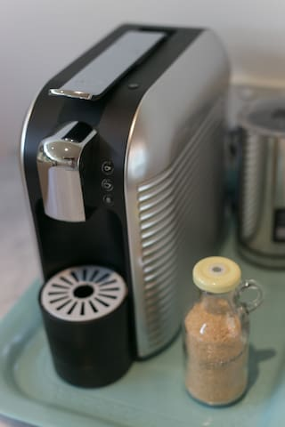 Coffee Machine with milk frother to make Melbourne style caffe latte's!