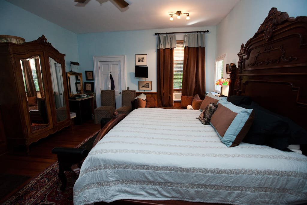 Large King Bed and a Twin Day Bed