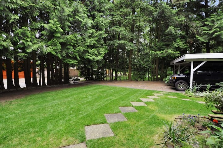 Romantic Secluded Suite in Prime High Gate,Burnaby