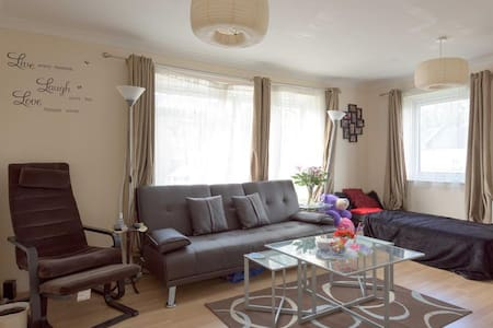 Comfy Easy Access Double Room - London - Lejlighed