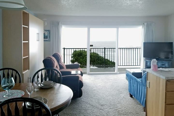 Oceanfront 2nd Floor Suite - Ocean Terrace #19