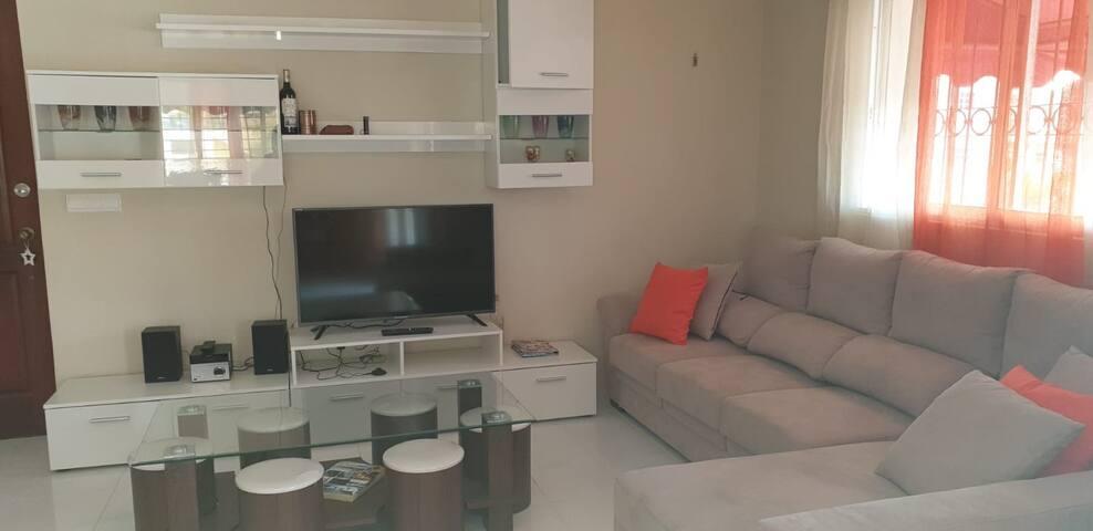 Espacioso y renovado apartamento en Villa Aura