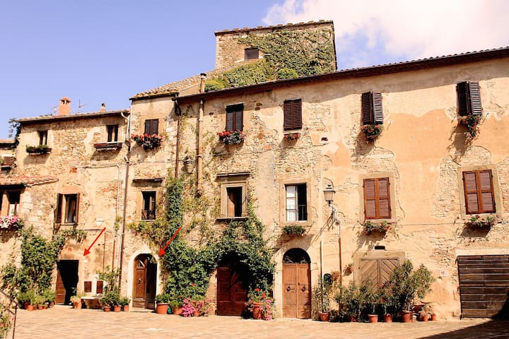 Medieval home next to hot springs - Montemerano - Casa