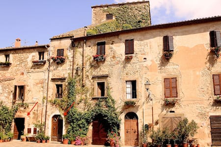Medieval home next to hot springs - Montemerano - บ้าน