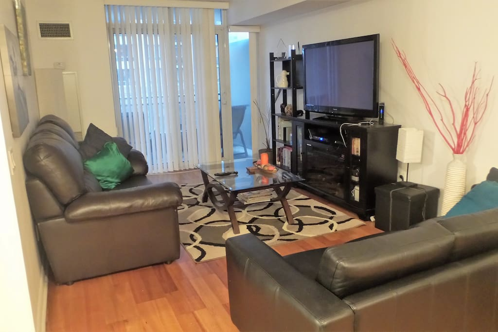 Spacious living room with TV cable, WiFi, PlayStation with games, movies