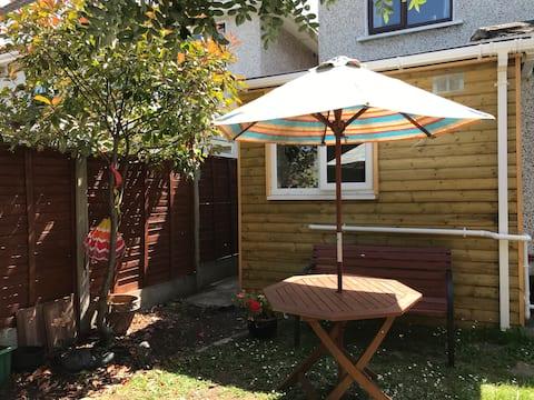 Bijou house and garden  Mini Studio by the coast