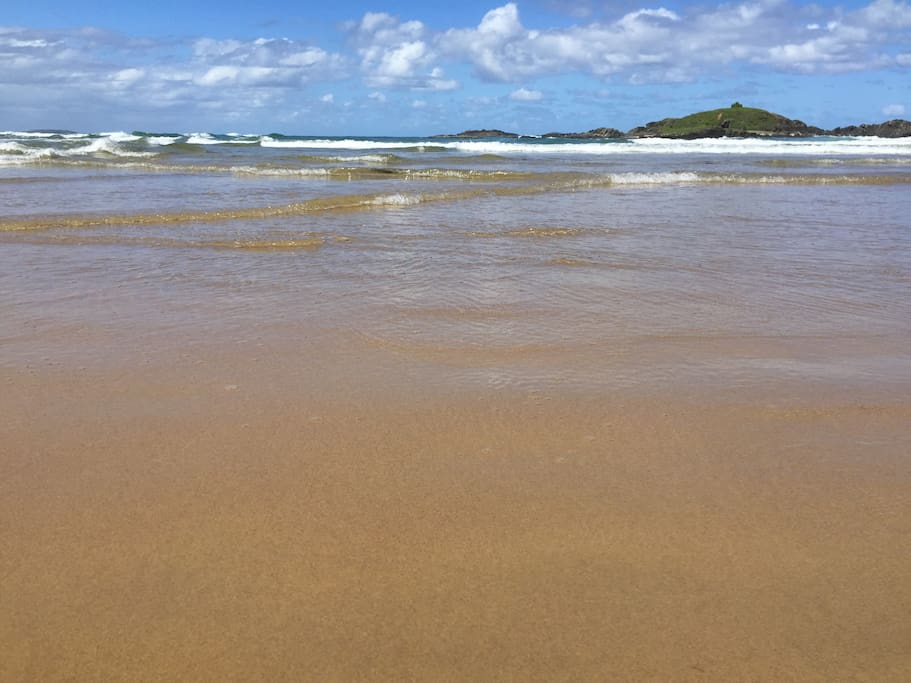 Sawtell swimming beach and island 70metres from villa