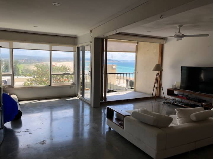 Uninterrupted Ocean Views  High on Kirra Hill!