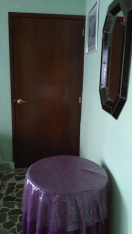Bonita habitación doble, seguridad y confianza