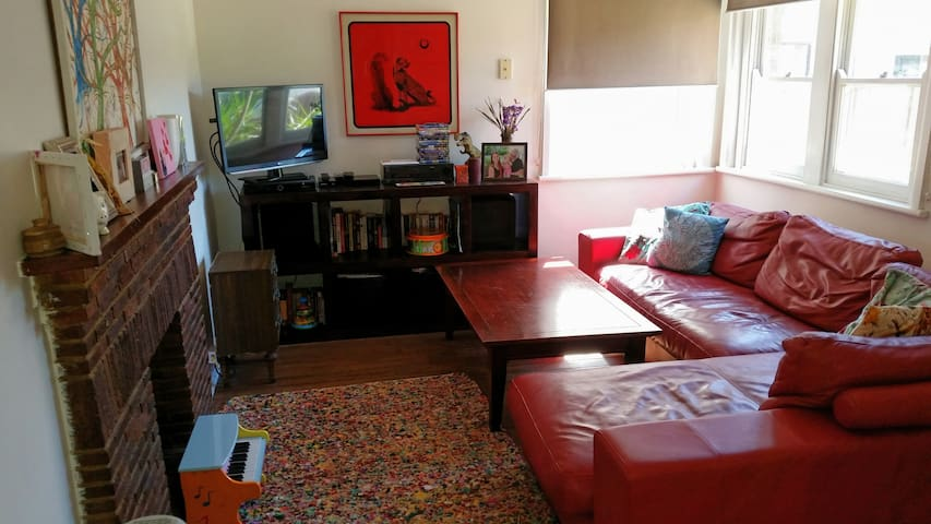 Private 3 bedroom home in sydneys eastern suburbs - Matraville - บ้าน