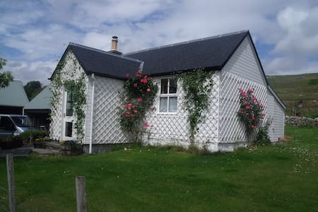 Entire secluded beautiful rural cottage for 2