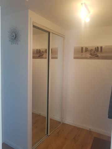 Entrance hall offers 2 floor to ceiling mirrors plus fully automated smart night lights for night time trips to the bathroom / kitchen.