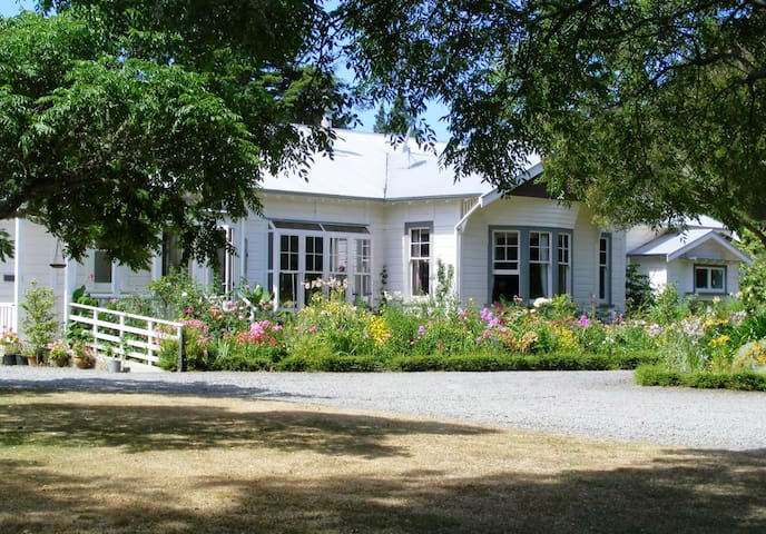 Spacious double room, country home - Masterton - Pousada