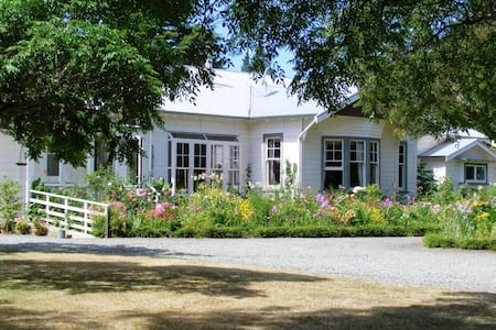 Spacious double room, country home - Masterton - Penzion (B&B)