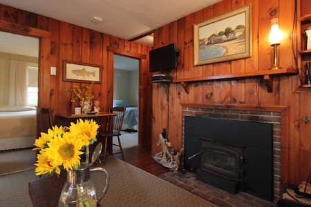 STUNNING OCEAN VIEWS FROM OUR 2 BEDROOM COTTAGE - Rockport - Kabin