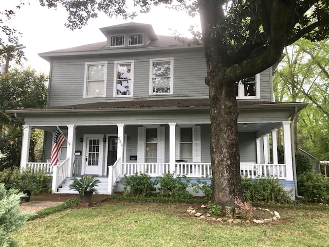 NacNest* Historic Home*Two Blocks from Downtown
