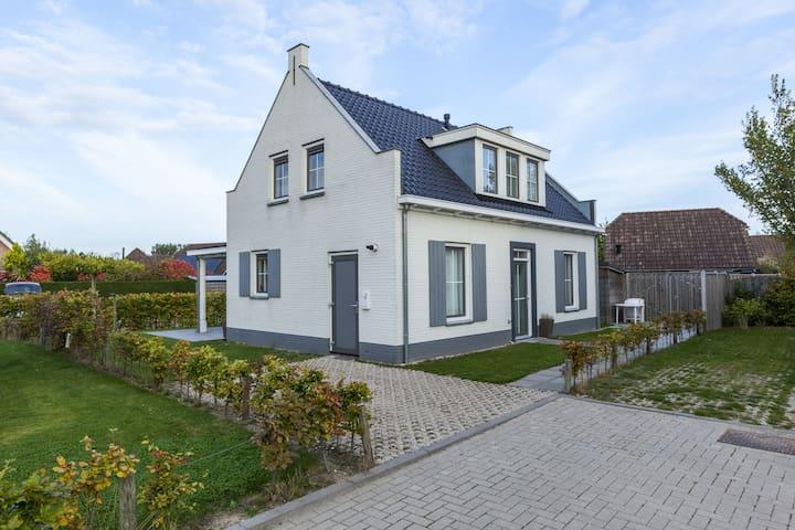 Freistehendes Ferienhaus in Wolphaartsdijk mit kleinem Park