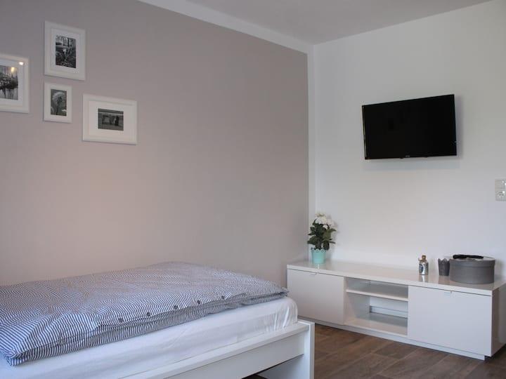 Einzelzimmer-Modern-Ensuite