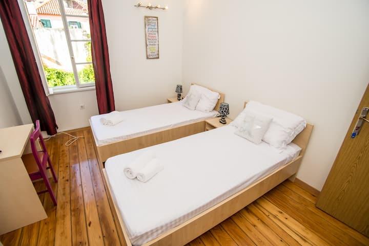 R&E  Apartman1