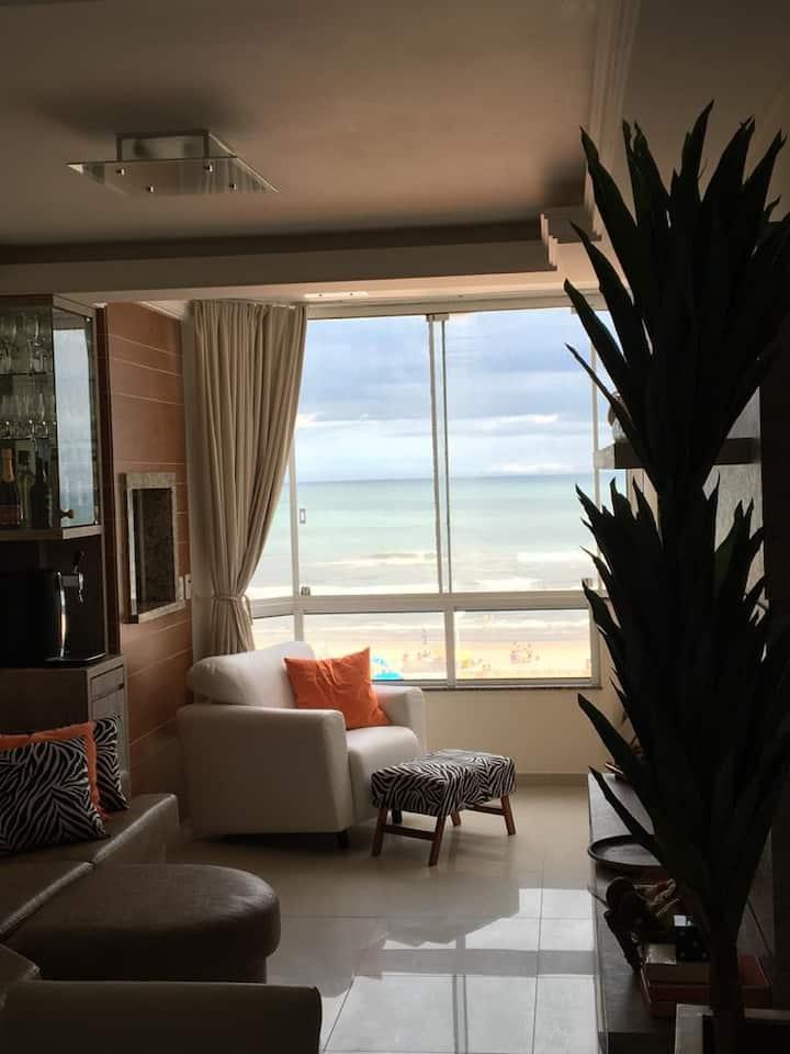 Apartamento com vista espetacular para o mar