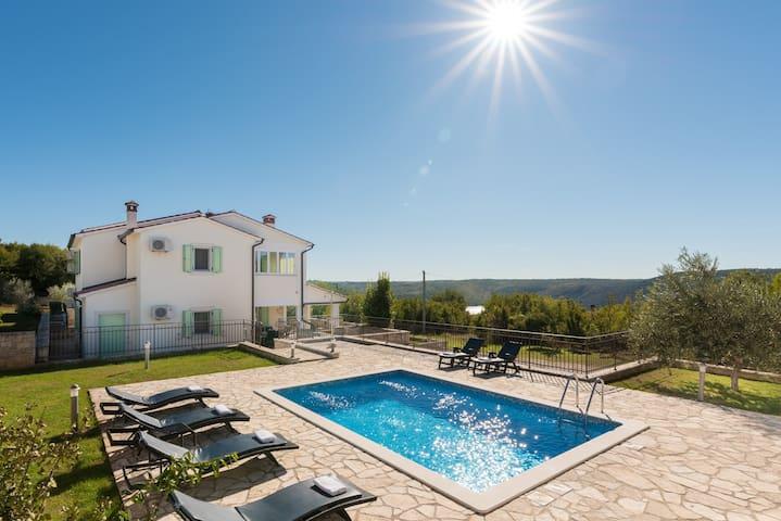 VILLA MARE- Istrian stone villa with private pool