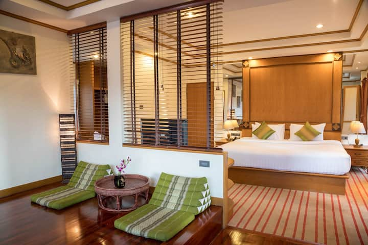 SUITE with POOL access near GRAND PALACE (15 min)