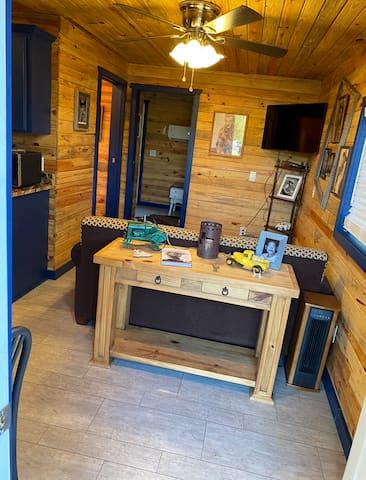 Beautiful cabin in the heart of Maud Texas