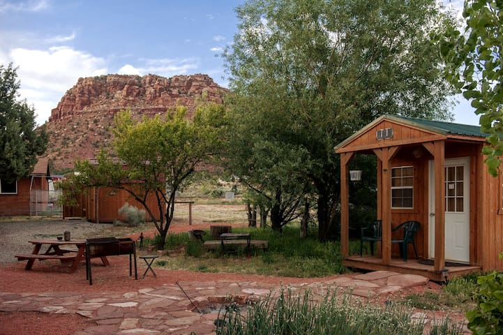 Coral Pink Horse Ranch Bunkhouse #4  w/Jacuzzi