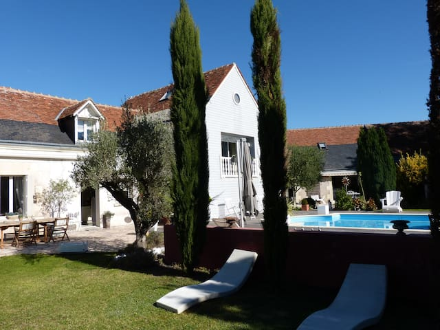 Propriété avec piscine chauffée et 2 maisons