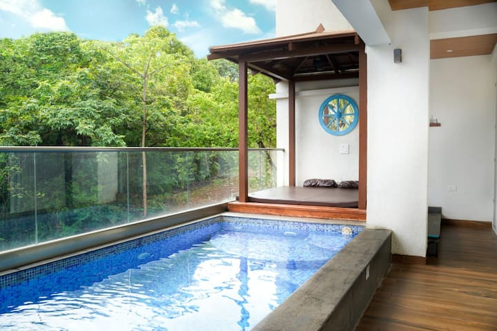 Grand 3bhk Duplex Apartment with a Private Pool!