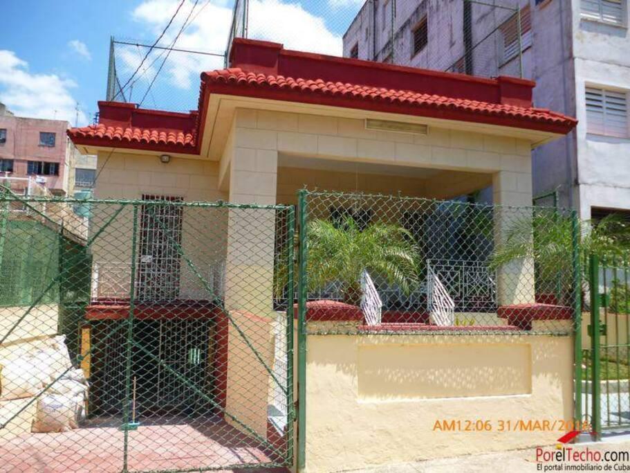 Se renta excelente apatarmento totalmente independiente de 3 habitaciones cada una con su baño privado.