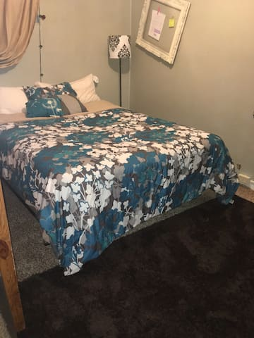 Private room for rent (long term/short term)