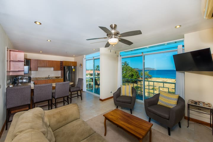Top floor! Ocean view & short 1 min walk to beach! - Potrero - Condominium