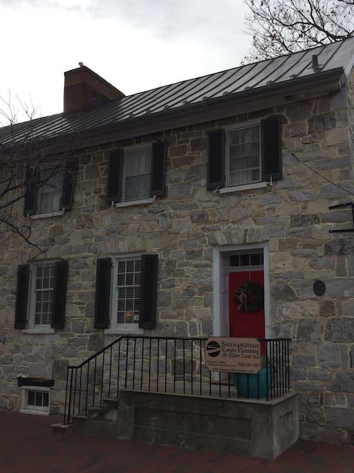 Historic seymour house in old town appartamenti in for Divano winchester