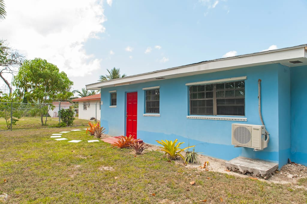 Cozy one bedroom central location apartments for rent in nassau new providence bahamas for 3 bedroom apartments in providence