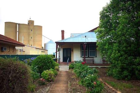 Quamby Rose Cottage - Quambatook