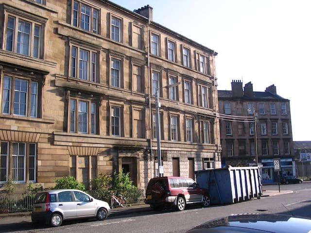 HMO LARGE 4 BED PROPERTY SHORT TERM £600 PER WEEK! - Glasgow - Lejlighed