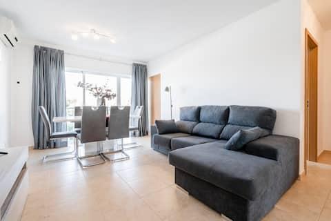 Luxury apartment 300m from Cabanas beach.