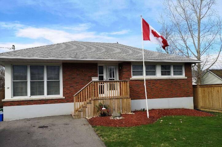 Cute quiet bungalow near Niagara attractions.