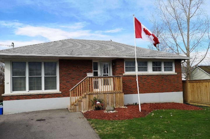Cute quiet bungalow near Niagara attractions.