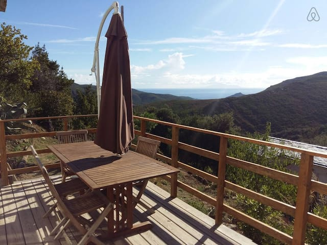 Gite 4/6 personnes haute Corse vue village/foret