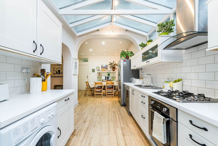 Fantastic 4BD House with Garden Hackney - Sleeps 8 - London - Hus